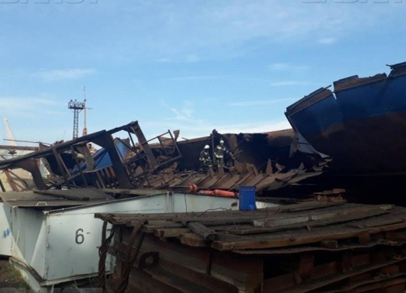 За страшный взрыв на барже в Волжском и гибель троих рабочих ответят сотрудник завода и директор компании