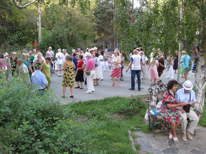 Волгоградцев приглашают на бесплатные танцы в Комсомольском саду