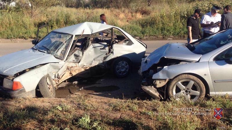 ДТП наюге Волгограда: погибла 34-летняя женщина, 2 человека ранены