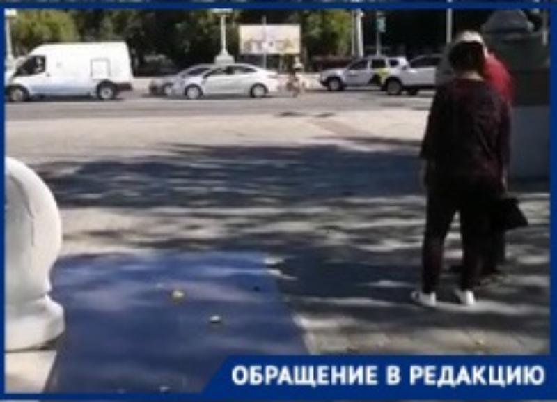 На видео попало, как волгоградцы рискуют жизнью на Комсомольской