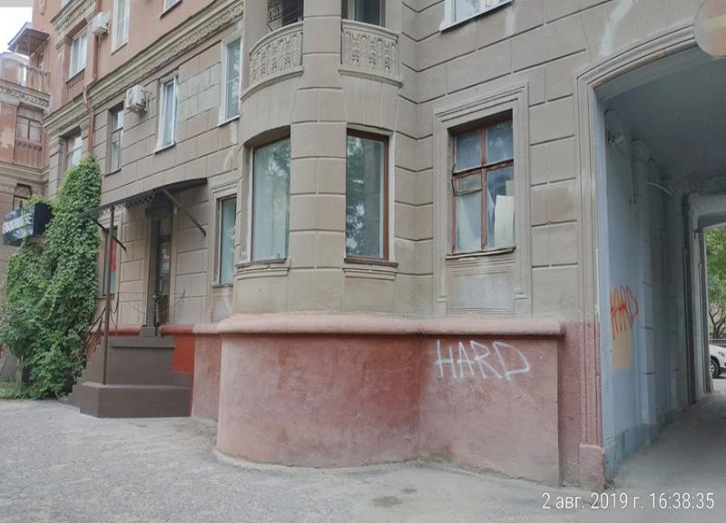 «Пробурить» дверь, пристроить лестницу хотят в историческом здании в центре Волгограда, - общественник