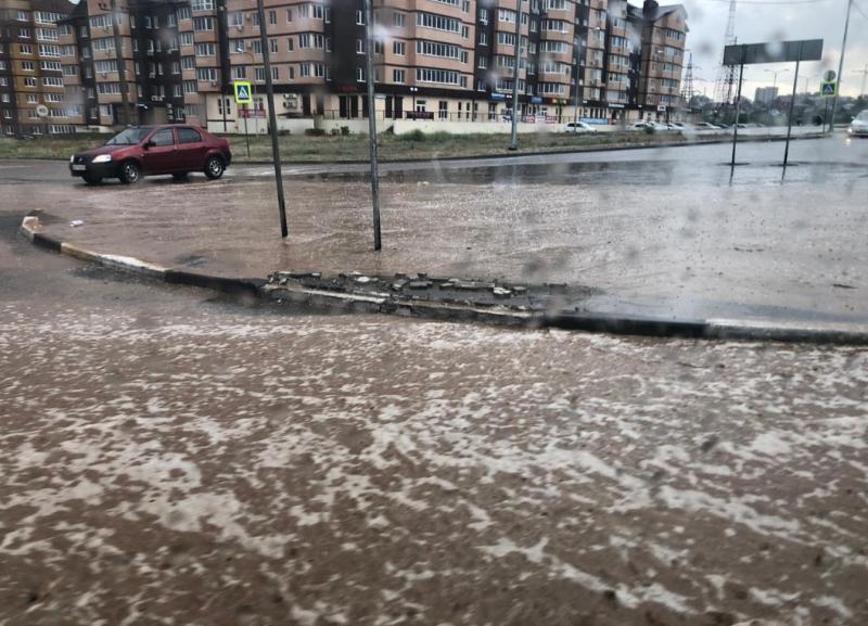 О проливном дожде с градом предупредило МЧС волгоградцев в ближайшую ночь