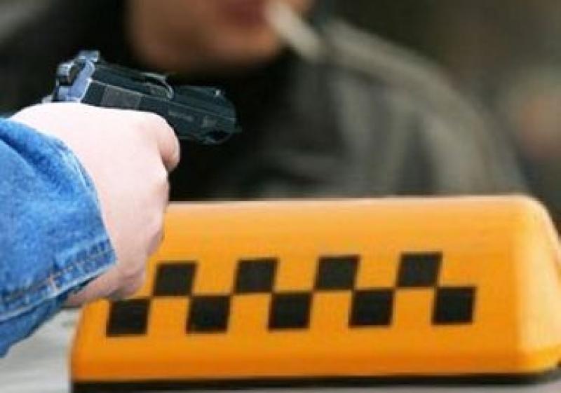 Таксист впроцессе потасовки ранил нетрезвого пассажира изтравматического пистолета вВолгограде