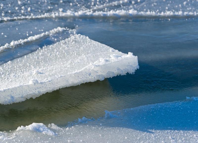 Спасители 16-летнего подростка, унесенного на льдине, получили награды в Волгограде