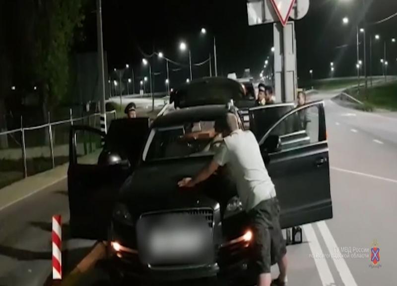 Связавших скотчем техника и похитивших 2 млн из банкомата двоих астраханцев задержали под Волгоградом
