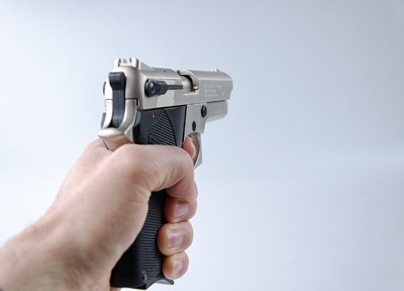 В Волжском посетитель кафе устроил стрельбу из травмата