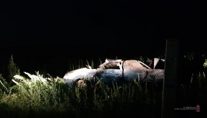 На трассе Ромашки-Пригарино под Волгоградом «десятка» съехала в кювет и перевернулась: мужчина в больнице