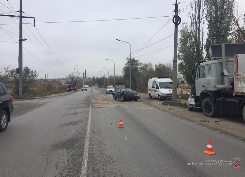 Тройное ДТП с фурой устроил 22-летний водитель ВАЗ в Волгограде