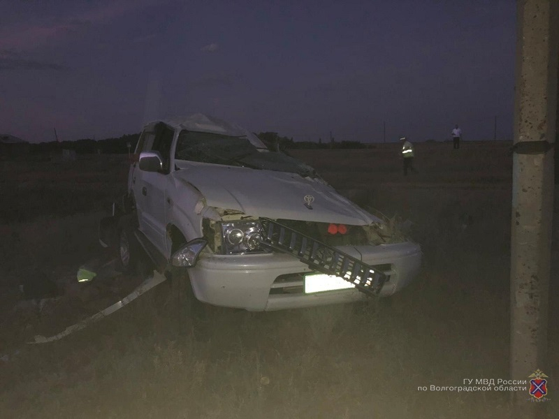 Житель Саратова умер в перевернувшемся Land Cruiser в Волгоградской области