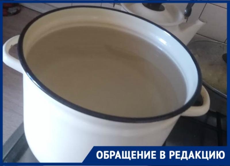 «Греем воду в кастрюльках»: неделю без горячей воды живут три 9-этажки в Волгограде