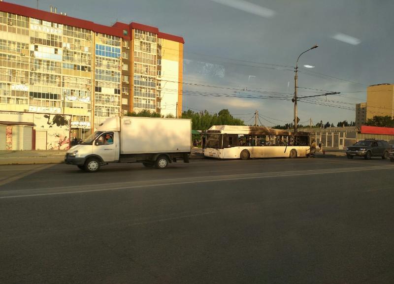 Причину пожара в загоревшемся автобусе в Волгограде назвали специалисты
