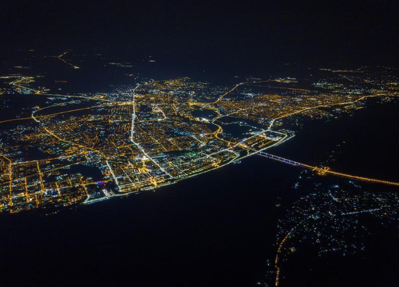 Ночной Волгоград с высоты 2600+ показал блогер