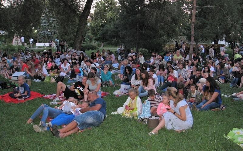 Волгоградцев бесплатно приглашают на фильм «Дюплекс» в Комсомольский сад