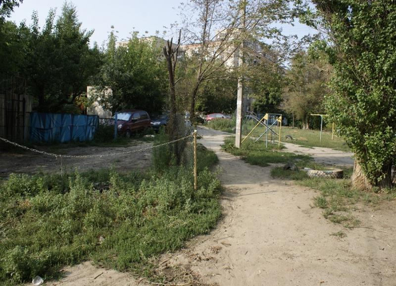 6 млн рублей потратят на ремонт дорог в трех дворах Дзержинского района Волгограда