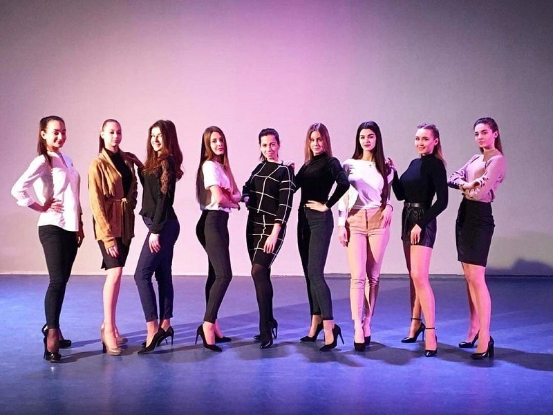 Самых красивых и длинноногих своих студенток показал Волгоградский институт управления