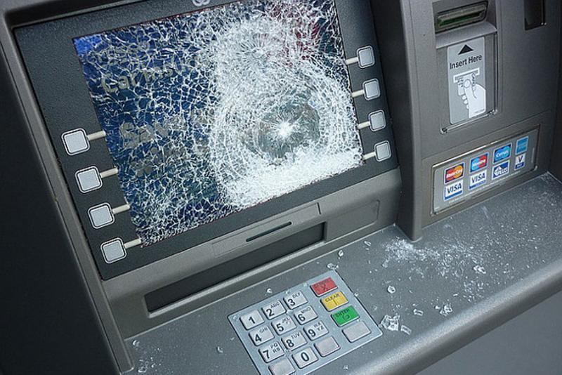Мужчина расстрелял неисправный банкомат вВолгоградской области