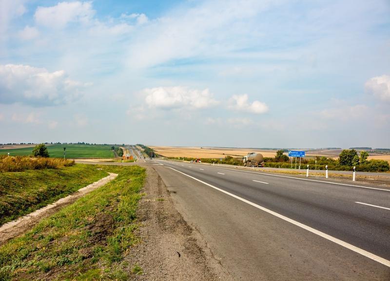 ДТП с участием «КАМАЗа» произошло на трассе Волгоградской области: двое в больнице