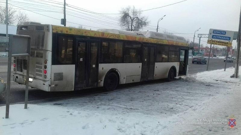 61-летняя кондуктор попала в больницу после поездки на автобусе «Питеравто» в Волгограде