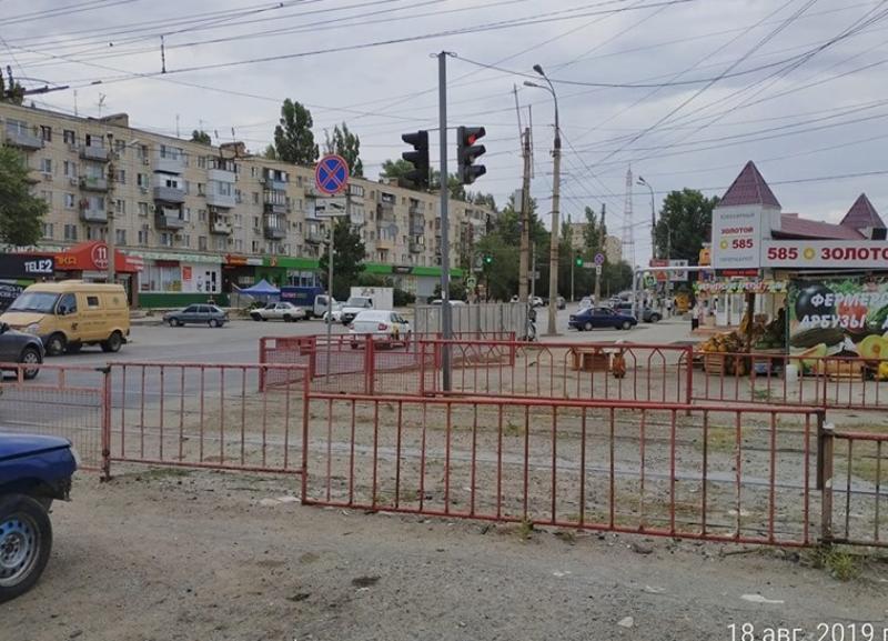 Три пешеходных перехода из «Покупочки» на Качинский рынок возмутили волгоградского общественника