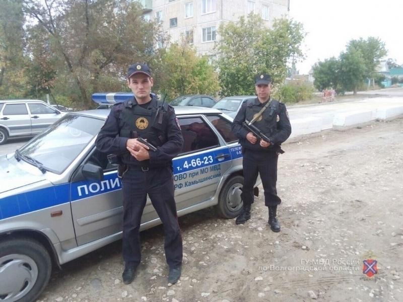 ВКамышине полицейские спасли изогня 2-х молодых людей исобаку