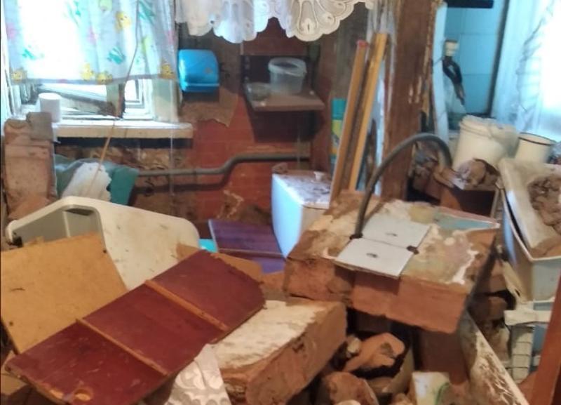 Опубликованы фото и видео с места обрушения в аварийном доме на юге Волгограда