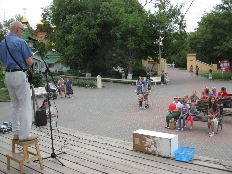 Волгоградцев приглашают постоять на табуретке