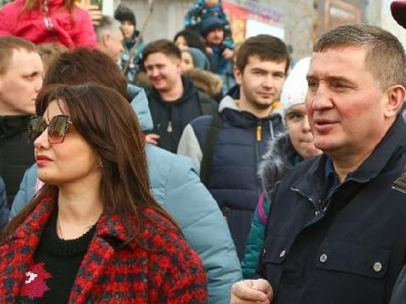 Жена волгоградского губернатора зарабатывает в три раза больше любимого супруга