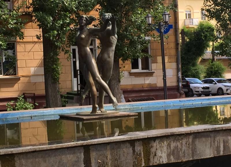 «Фонтан Любви» в Волгограде превратился в запущенное и грязное недоразумение, - волгоградец