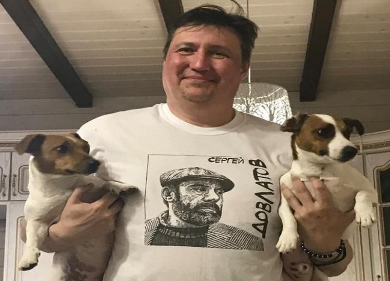 Депутат Волгоградской облдумы рассказал, почему гуляет по городу в обществе маленьких собачек
