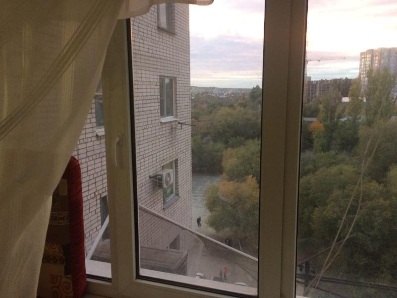 Один дома: волгоградская полиция разыскивает мать, бросившую своего ребенка в закрытой квартире