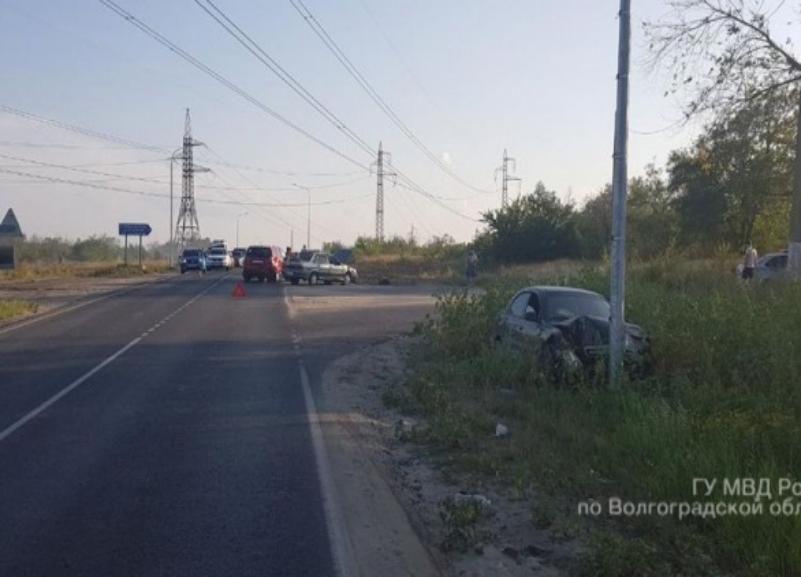 Тройное ДТП из-за неосторожного водителя на Chevrolet произошло в Волгограде