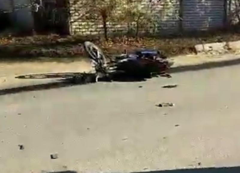 Мотоцикл протаранил Audi, пострадавшие сбежали: ДТП попало на видео в Волгограде