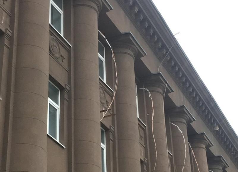 Валерий Котельников возмутился попыткой навесить кондиционеры на здание прокуратуры  в Волгограде