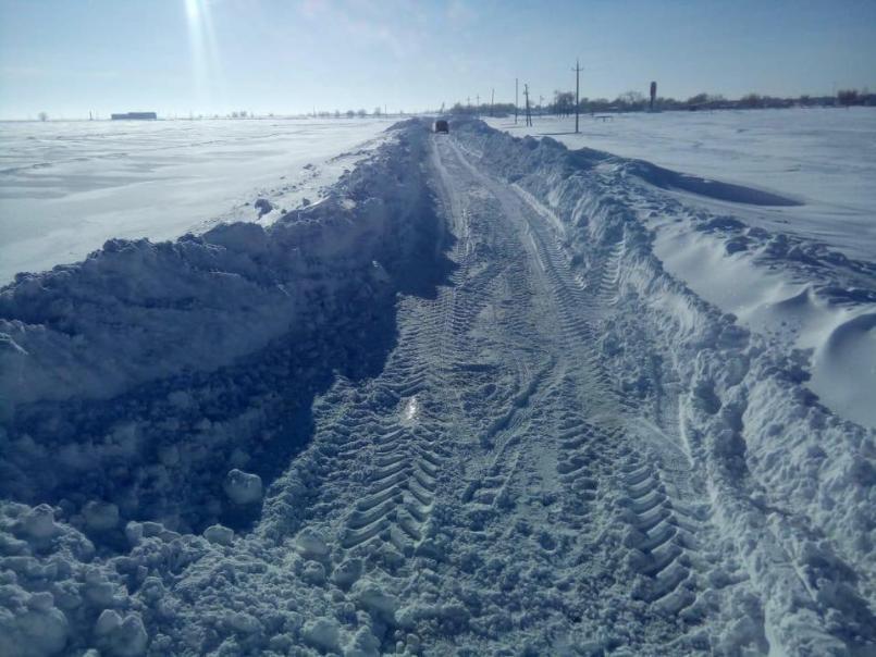 Танки пробиваются в засыпанные снегом села Волгоградской области