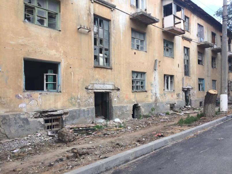 В Волгограде сносят многоквартирный жилой дом