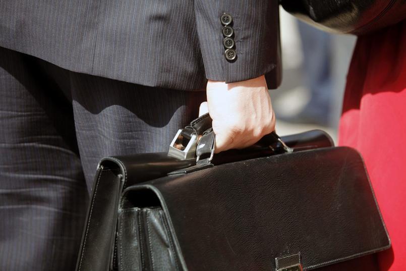 Стало известно, какие зарплаты получает обслуживающий персонал волгоградской Общественной палаты