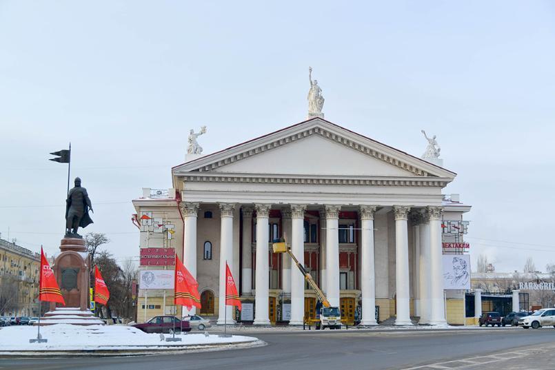 Волгоградскому губернатору сообщили о намерении актеров уйти из театра НЭТ