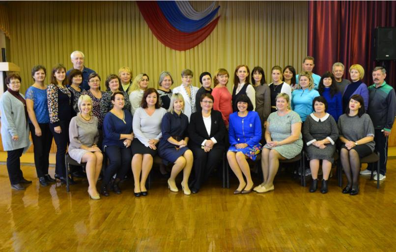 Учителей волгоградского лицея №3 поздравил с праздником большой начальник