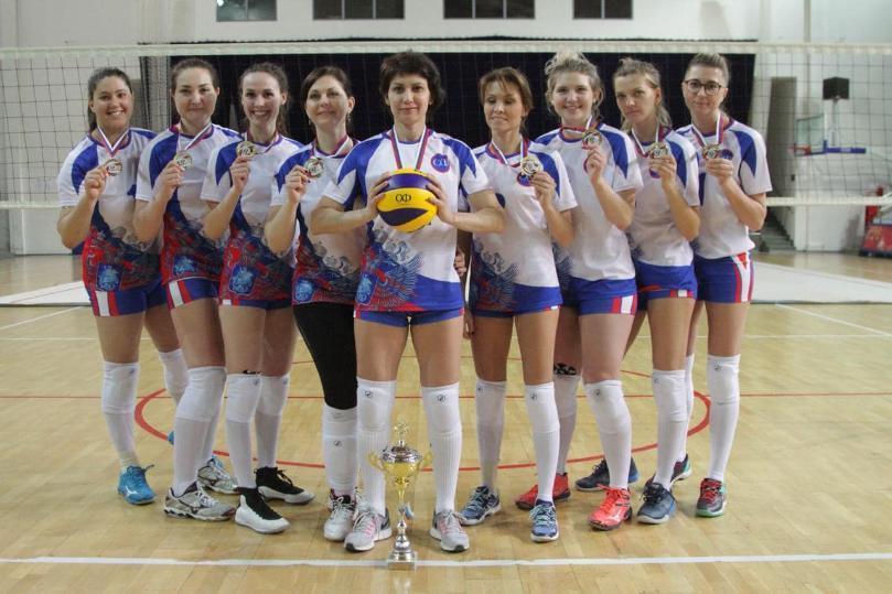 Волгоградский сенатор-миллионер три дня играла в волейбол
