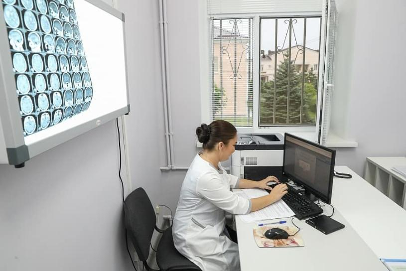 Сократили медсестер, врачу на обследование пациента дают 15 минут: депутат Госдумы жестко раскритиковала волгоградскую медицину