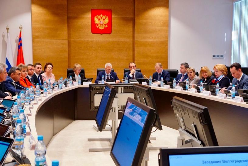 Со скоростью один за 8 минут принимают законы депутаты Волгоградской облдумы