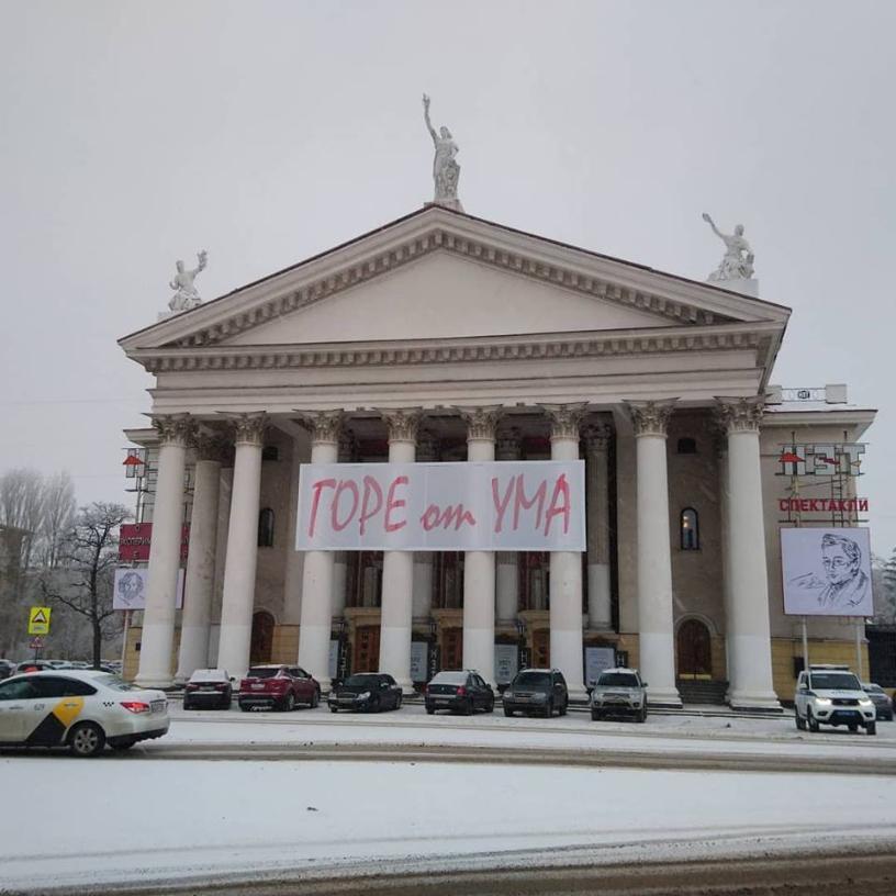 Худрук волгоградского театра НЭТ Никита Ширяев выплатит 271 тысячу рублей постановщику Никите Ширяеву