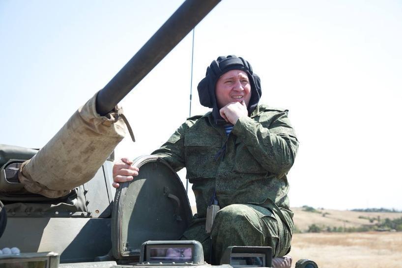 Точно по сценарию: накануне Дня Победы от имени ветеранов Андрея Бочарова попросили пойти на второй срок