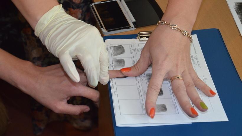 Волгоградке выдали загранпаспорт счужими отпечатками пальцев
