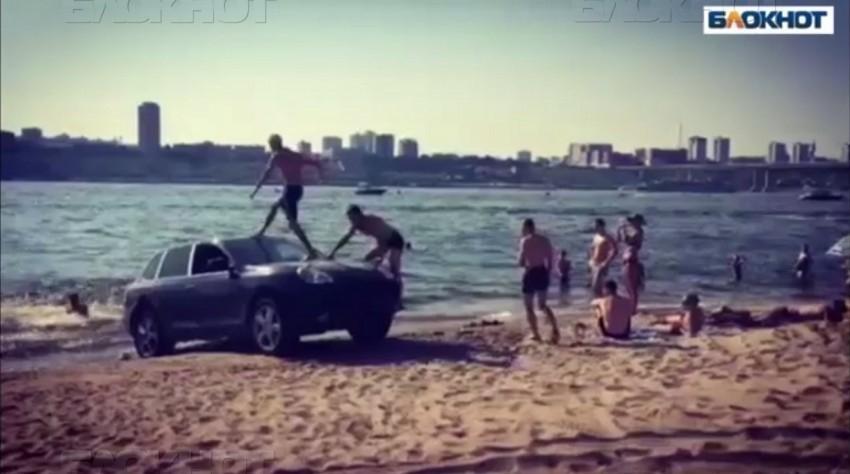 Ну пляже у хутора Бобры оштрафовали нарушителей-автомобилистов водоохранной зоны