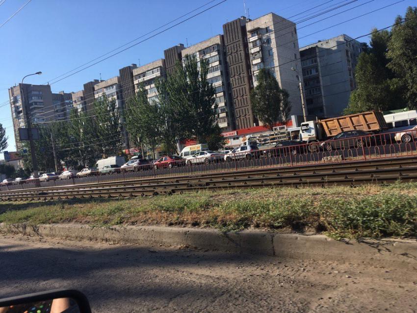 ВКрасноармейском районе транспорт встал вдвухкилометровой пробке