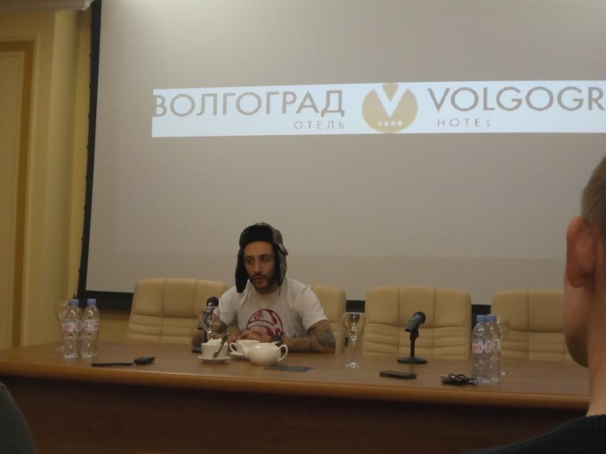 В Волгограде L`one признался, что наблюдает за развитием сына по