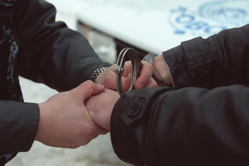 ВВолжском ребенок  избил прохожего вдвое старше себя иотнял телефон