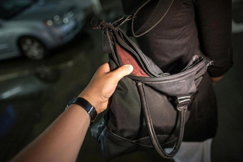 Нахальное ограбление вДзержинском районе Волгограде: женщина лишилась мобильника икошелька