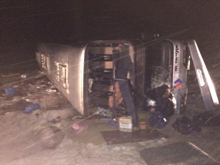 ВОльховском районе перевернулся автобус сбогомольцами: пострадали две пенсионерки и ребенок